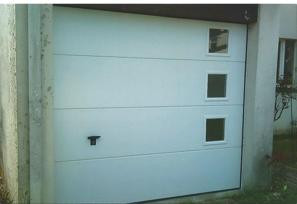 Porte garage 60 les portes sectionnelles sont livr es en for Porte de garage aludoor