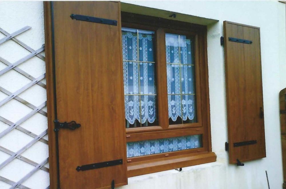 Volet battant pvc pour porte fenetre fen tres aluminium for Volet bois pour porte fenetre